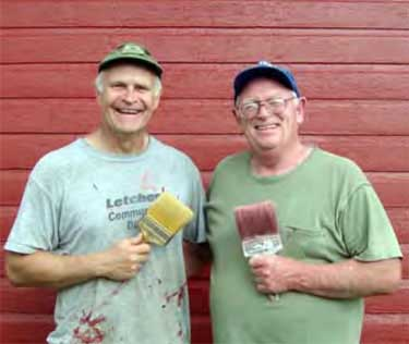 Oscar ventured to South Dakota in August, 2013 to help editor Ken Stach paint his barn.